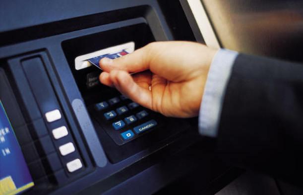 Rút tiền thẻ tín dụng và cách tính lãi suất1